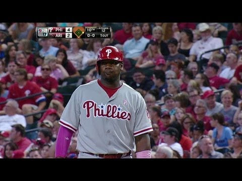 Video: PHI@ARI: Howard smacks clutch two-run single in 10th