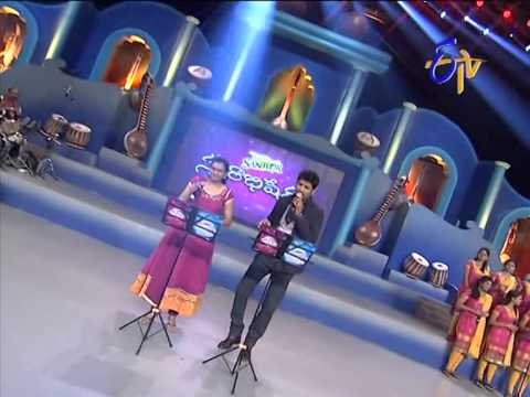 Vijay Yesudas  Pranavi Performance - Ninu Vethiki Vethiki Choosi Song - 20th July 2014 21 July 2014 12 PM