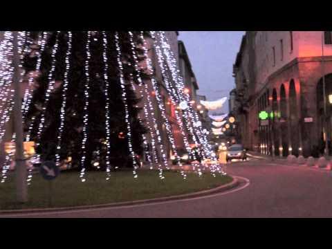 L'albero di Natale di Piazza Monte Grappa