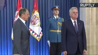 Вручение Лаврову ордена Сербского знамени I степени