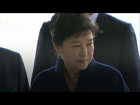 Συγγνώμη από το λαό της Νότιας Κορέας ζήτησε η Παρκ Γκέουν Χίε