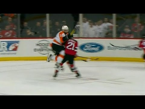 Video: Flyers' Gudas smashes into Palmieri, multiple fights ensue