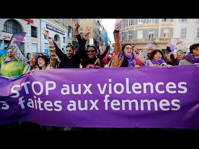 Χιλιάδες γυναίκες στους δρόμους κατά της βίας