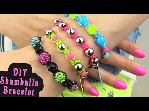 braccialetti con perline in macramè