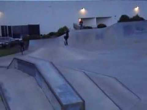 Skating Roseburg Skatepark - Christmas 2006