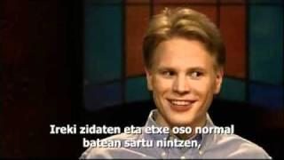 Oskari finlandiarra da. Opus Deiko kide numerarioa da.