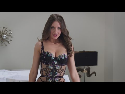 Hollywood.com - http://www.hollywood.com 'Get Hard' Trailer Director: Etan Cohen Starring: Alison Brie, Will Ferrell, Kevin Hart When millionaire James King is nailed for fraud and bound for San Quentin,...