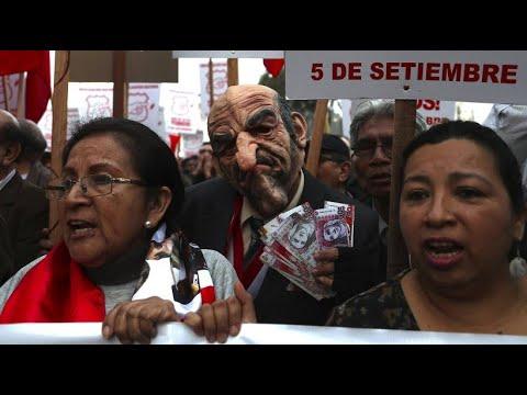 Peru: Demonstrationen für Neuwahlen gegen von Korrupti ...