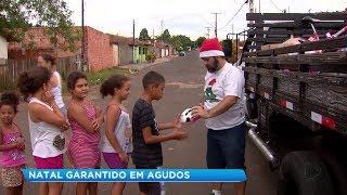 Grupo de voluntários alegra o Natal de crianças carentes em Agudos