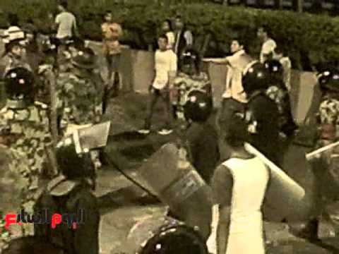 """بالفيديو.. تضامن بعض الأهالي مع قوات الجيش بـ""""عبد المنعم رياض"""""""