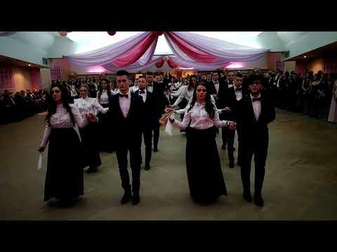 Wideo1: Polonez w wykonaniu uczniów III LO w Lesznie