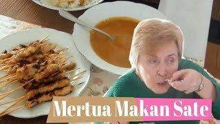 Video Mertua Bule Makan Sate Ayam MP3, 3GP, MP4, WEBM, AVI, FLV April 2019
