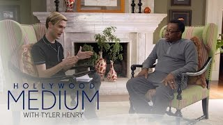 Video Tyler Henry Makes Contact With the Late Whitney Houston | Hollywood Medium with Tyler Henry | E! MP3, 3GP, MP4, WEBM, AVI, FLV Juni 2018