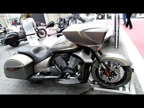2013 Victory Zach Ness Cross Country - Walkaround - 2013 Quebec Motorcycle Show