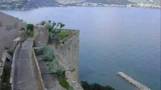 Il Castello Aragonese di Baia situato in un'area di notevole importanza strategica, fu eretto su di un promontorio (51 m s.l.m.) naturalmente difeso ad est da un ...