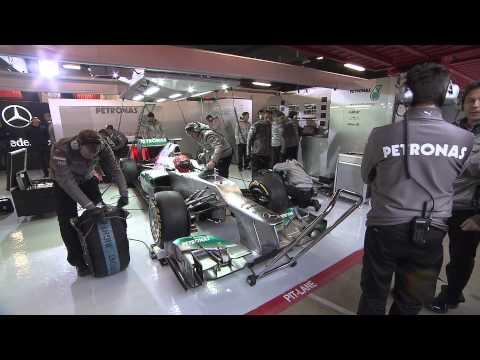 Mercedes Benz AMG SL63 Roadster + Petronas F1 W03