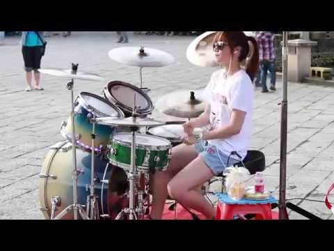 VERY TALENT DRUMMER GIRL