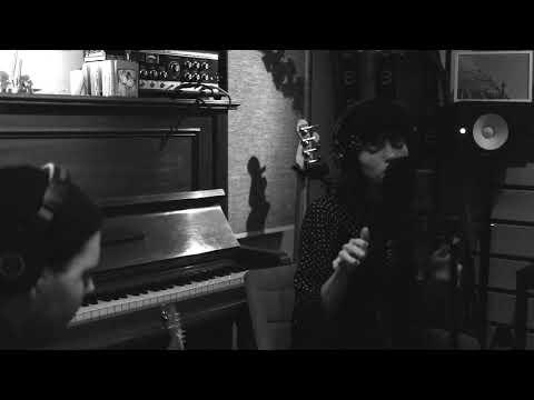 The Chainsmokers - Hope ft. Winona Oak (Acoustic) - Thời lượng: 2 phút, 38 giây.