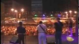 Uma multidão foi até o Ponto de Cem Réis, centro da capital, festejar a véspera de São João ao som de Zé Calixto.