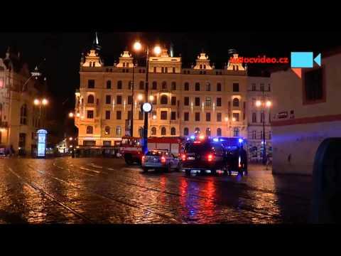 Příjezd hasičů na Náměstí Republiky v Praze