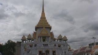 Wat Traimit (Golden Buddha) And Chinatown Bangkok Thailand