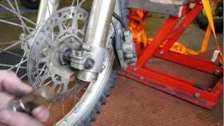 10. DRZ 400 - Front wheel removal + refit