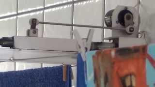 Este movimento auxilia a secagem mais rápida de tecidos (roupas), em ambientes interno ou mesmo externo. Ganha-se aproximadamente de 30 a 40% no tempo de secagem dependendo da umidade do ar.Material usado arame de aço inox torcido, comprimento  9 metros cada  , motor 110 V 10 W com redução .
