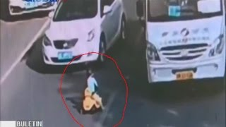 Video Video Balita Naik Mobil Mainan di Jalan Raya di China - BIP 04/11 MP3, 3GP, MP4, WEBM, AVI, FLV Desember 2017