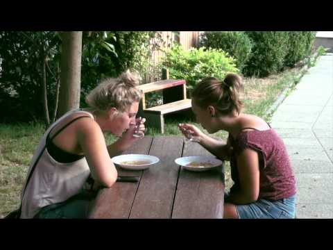 Wideo Ravnice Youth Hostel