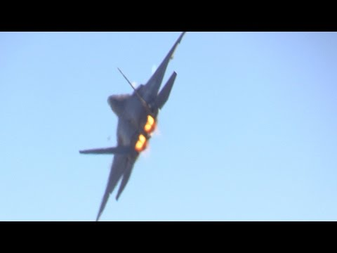 2014 F-22 RAPTOR DEMO @ CALIFORNIA CAPITAL AIR SHOW