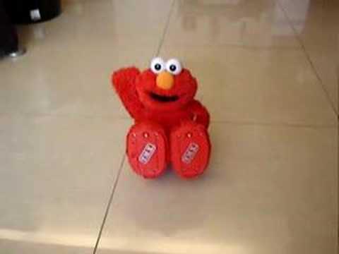 爆笑ELMO~怎麼會有這樣的玩具!笑到在地上打滾~太好笑了!