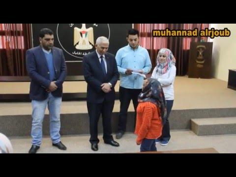 طفلة توجه الشكر لمحافظ الخليل كامل حميد على جهوده في خدمة المواطنين  - محافظة الخليل