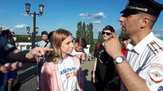 задержание девушки. Тамбов. Навальный 2018