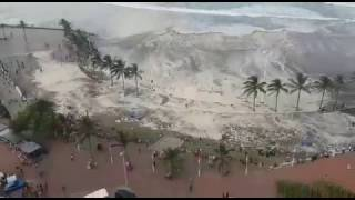 Huge Waves hit beachgoers in Durban - Cyclonic WeatherLarge swells caused a wave to come up right to where many were standing on the beach causing mass panic!