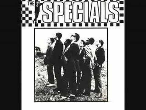 Tekst piosenki The Specials - Pearl's Cafe po polsku