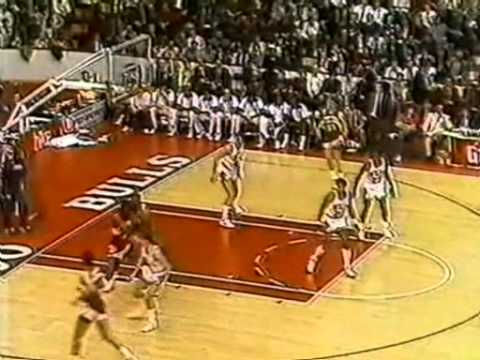 Jordan - Michael in his young prime (86/87 regular season) torching the Hawks in legendary Chicago Stadium. MJ scored 34 points, but his defense was something special...