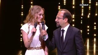 """Video Lily-Rose Depp et Asghar Farhadi : """"Nous déclarons ouvert le 70ème Festival de Cannes"""" MP3, 3GP, MP4, WEBM, AVI, FLV Mei 2017"""