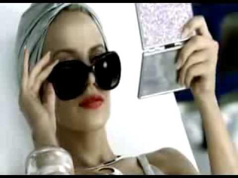 Kylie Minouge - H&M bikini commercial