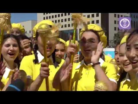 Около 7 тысяч учащихся приняли участие в праздничном параде