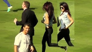 Video Priyanka Chopra + Cristiano Ronaldo at Dodger Stadium Los Angeles - Real Madrid vs Everton MP3, 3GP, MP4, WEBM, AVI, FLV Desember 2017
