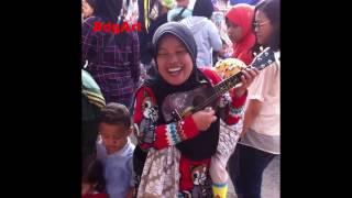 Video Kabar Terbaru | Ngamen lagi di Pasar | Pengamen Ibu Sri yang pernah masuk di Prog Hitam Putih!! MP3, 3GP, MP4, WEBM, AVI, FLV Mei 2018