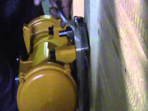 SOMAI SRL vibratore con piastra.wmv