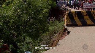 Moradores protestam contra crateras na Rodovia Mario Covas, em Mairinque