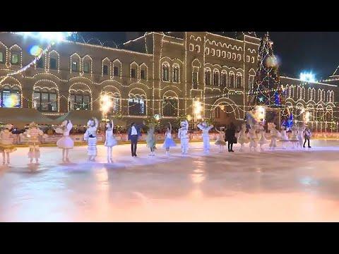 Moskau: GUM-Eisbahn eröffnet - Stars glänzen auf dem Roten Platz