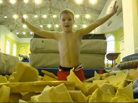 Моменты тренировок юных гимнастов - DomaVideo.Ru