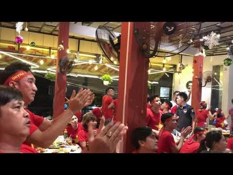 Cổ vũ bóng đá Việt Nam tại Đảo Bạch Tuộc