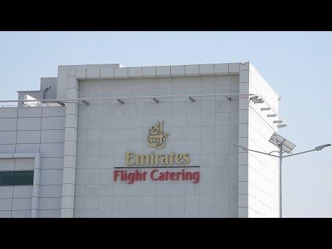 مركز المطعمة الخاص بطيران الإمارات.. تشكيلة لألوان من فنون الطبخ فريدة على مستوى العالم