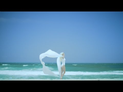 iamamiwhoami share video for 'blue blue'