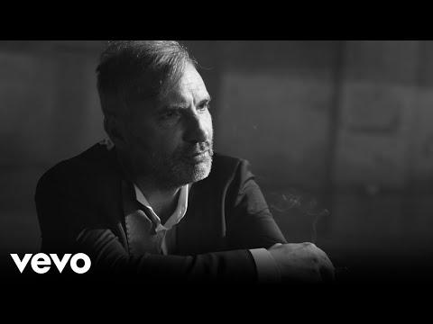V novém videoklipu Mig 21 k písni Hyjé řádí celá kapela. Podívejte se, jak to Jiří Macháček a spol. rozbalili