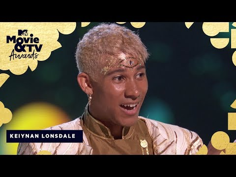 Keiynan Lonsdale Accepts the Award for Best Kiss | 2018 MTV Movie & TV Awards (видео)